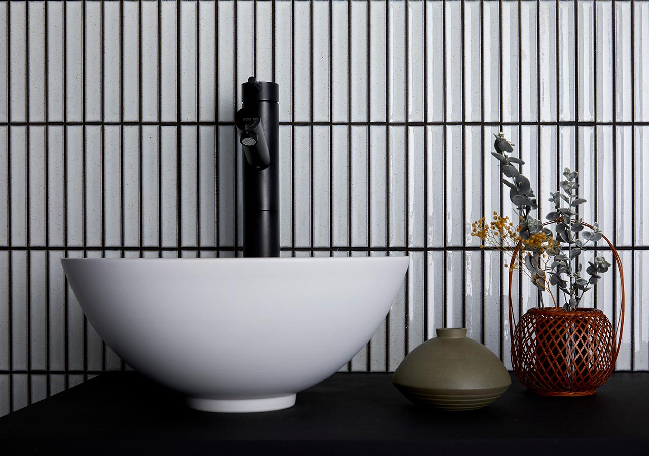 YUKI BORDER white bathroom inax tile